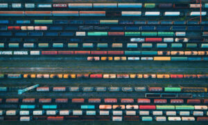 Wiele wagonów pociągów towarowych z lotu ptaka